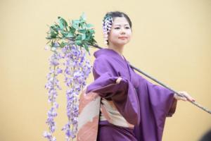 日本舞踊は綺麗な小道具が多いですよ!